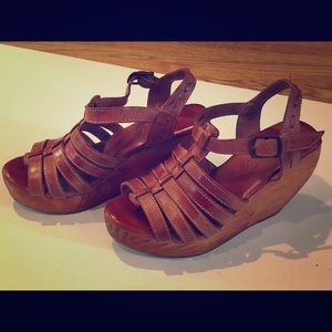 Bed Stu leather t strap wedges